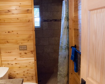 Bathrooms | Cabin rentals in Michigan